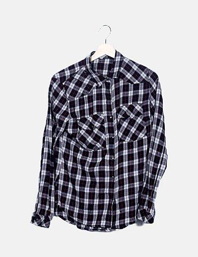 Camisa de cuadros negra