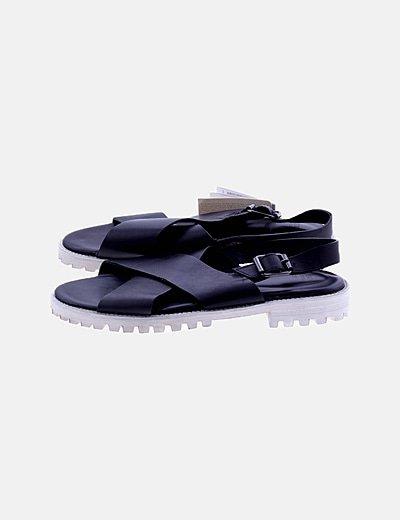 Sandalia plana negra