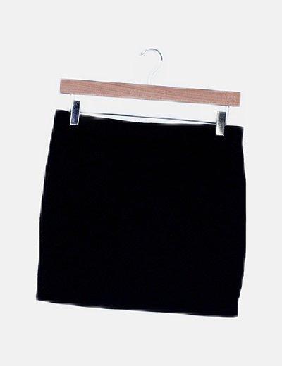Falda negra texturizada