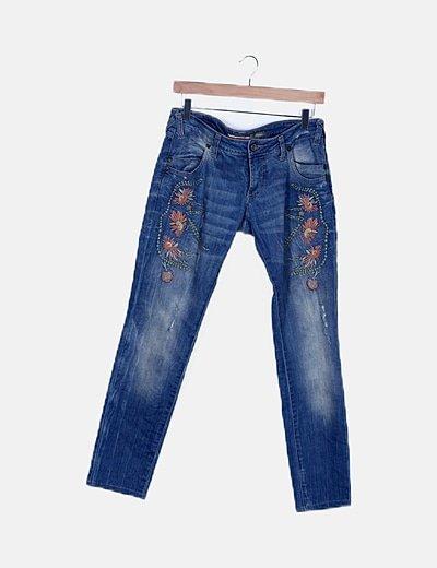 Pantalón denim detalles bordados