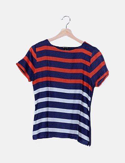 Camiseta azul combinada