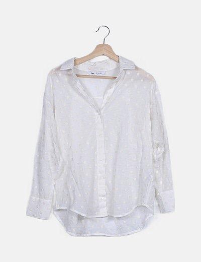 Camisa blanca con motas semitransparente