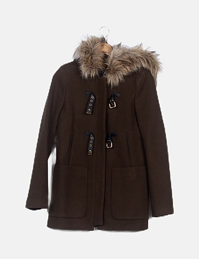 Abrigo marrón con capucha