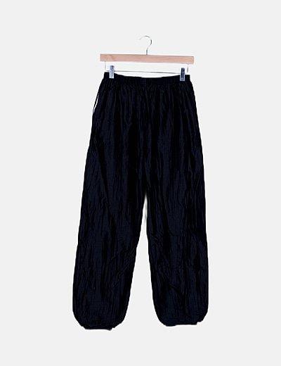 Pantalón deportivo negro satinado