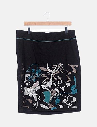 Falda negra detalles bordados