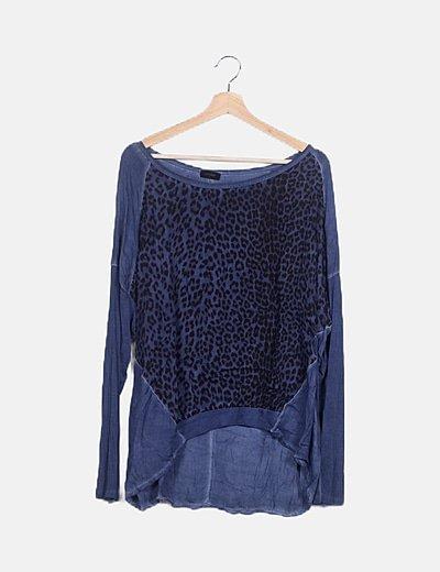 Camiseta azul animal print