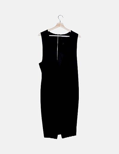 Vestido negro escote en pico con bolsillos
