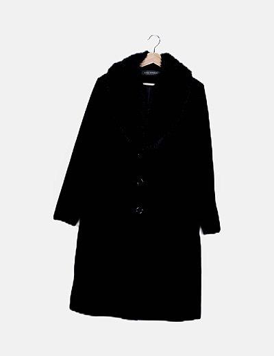 Abrigo largo negro detalle pelo
