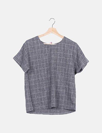 Conjunto bermuda y blusa cuadros gris