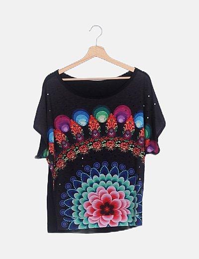 Camiseta negra estampado multicolor