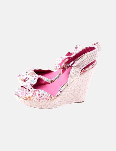 Sandalia de tacón de rafia cinta rosa floral
