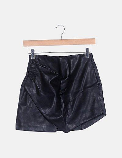 Falda negra vinilo