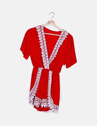 Mono rojo detalle crochet