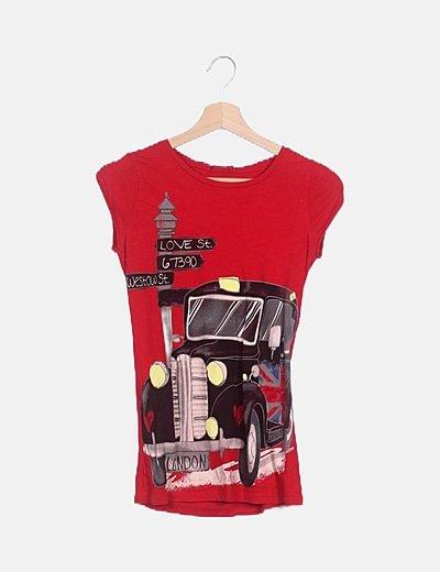 Camiseta roja estampada