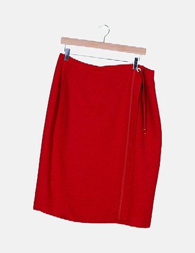 Falda midi roja detalle costuras