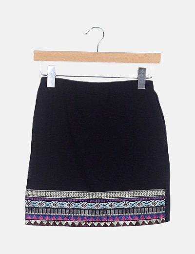 Falda negra mini detalle étnico