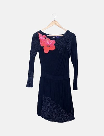 Vestido fluido negro estampado