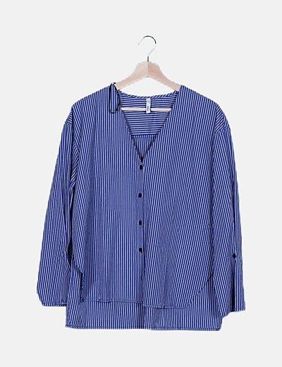 Blusa azul de rayas oversize
