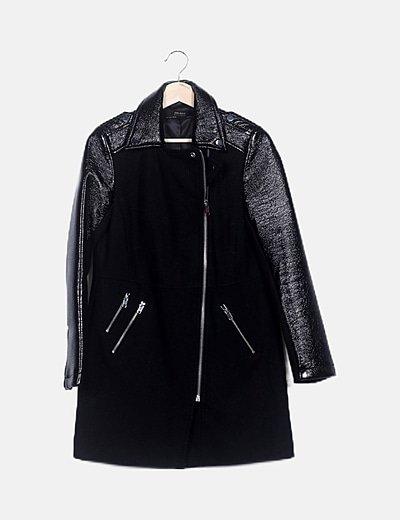 Abrigo negro mangas vinilo