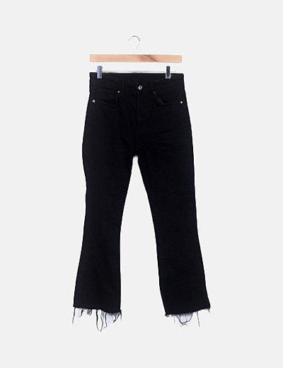 Jeans negro bajo desflecado