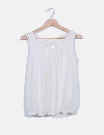 Blusa blanca de gasa detalle lazo