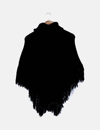 Poncho negro de punto