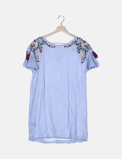 Vestido azul de rayas detalles florales bordados