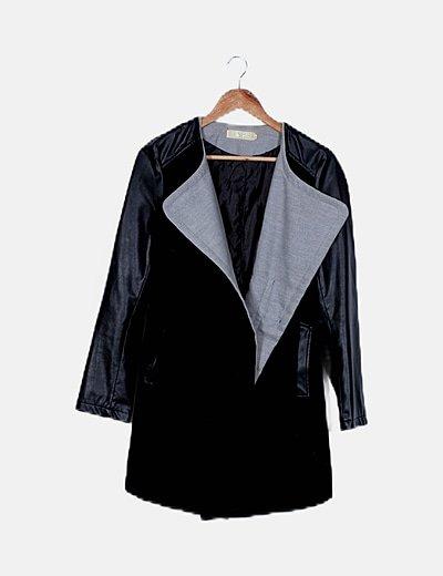 Abrigo negro manga encerada