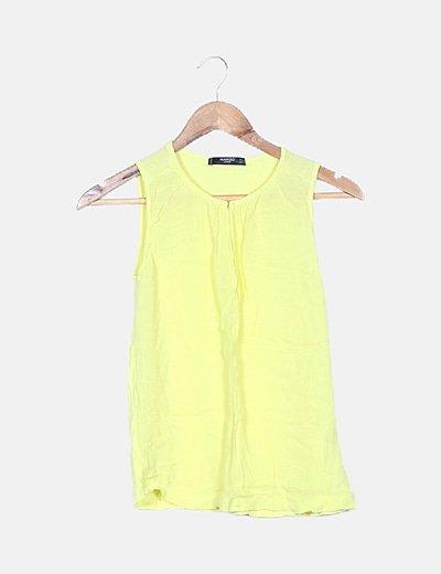 Blusa amarilla sin mangas