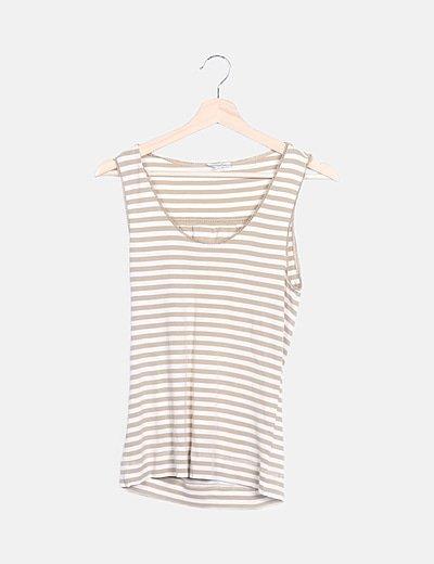 Camiseta beige y blanca rayas
