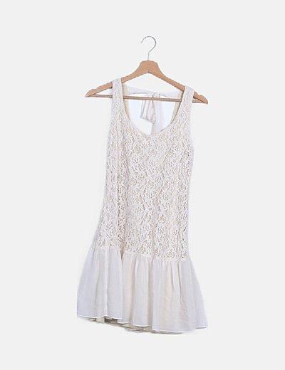 Vestido blanco encaje detalle lace up