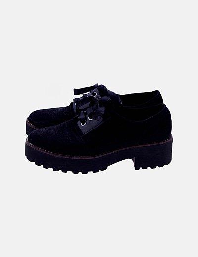 Zapato negro antelina