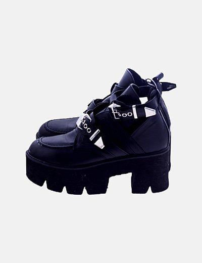 Zapatos plataforma con aberturas