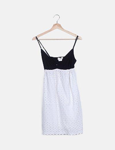 Vestido bicolor calado