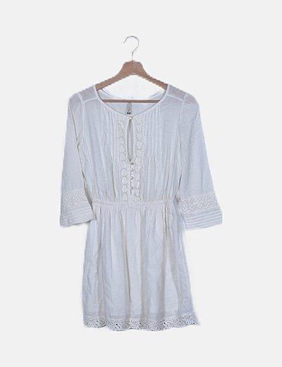 Vestido blanco detalle encaje y botones