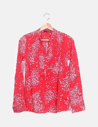 Blusa print floral cuello henley