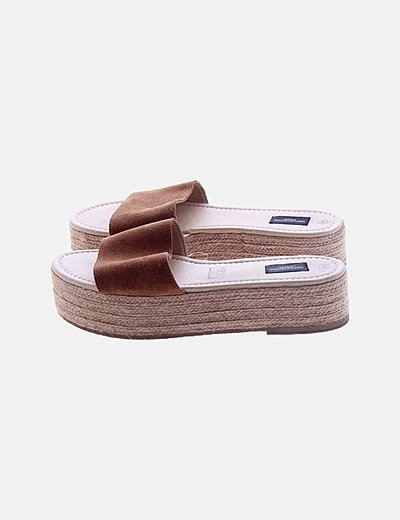 Sandalia marrón plataforma