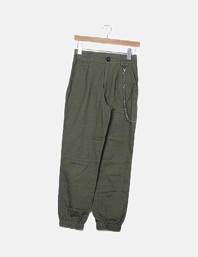 Pantalón baggy verde detalle cadena