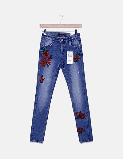 Jeans skinny detalle bordado