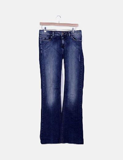 Jeans azul campana detalle bordado