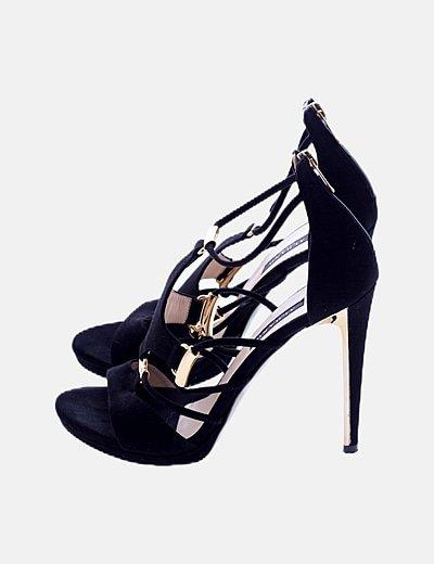 Sandalia negra detacón