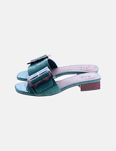 Sandalia plana verde efecto piel