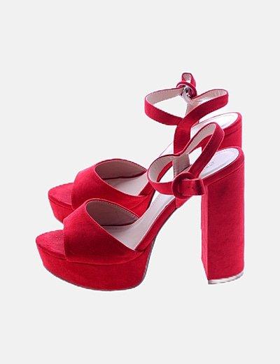 Sandalia de tacón rojo antelina