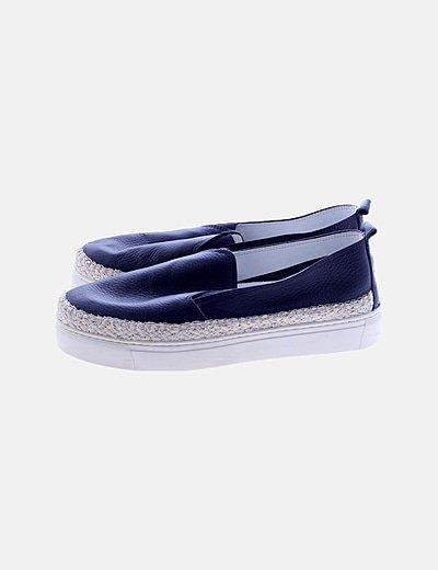Zapato azul marino goma blanca