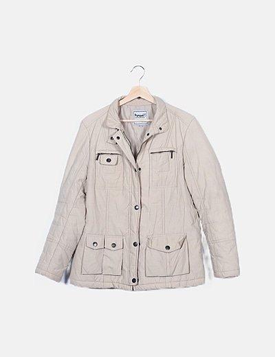 Abrigo beige con cinturón detalle bolsillos