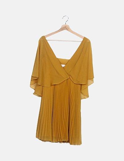 Vestido mostaza plisado