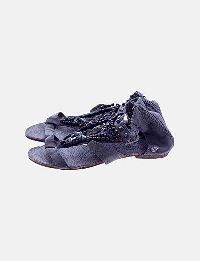 Sandalia plana gris detalle pedrería