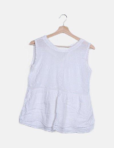 Camiseta blanca detalle cuello