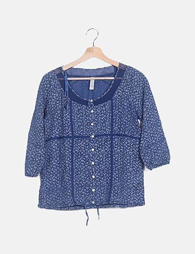 Blusa azul floral