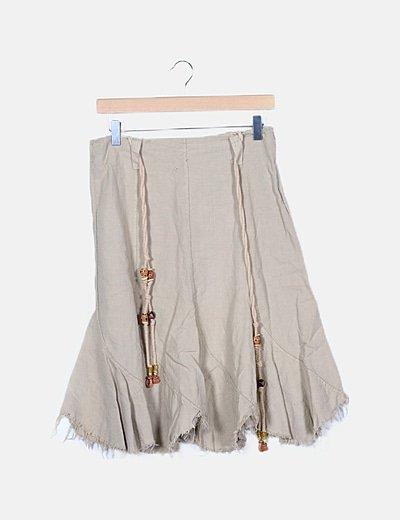 Falda marrón desflecada